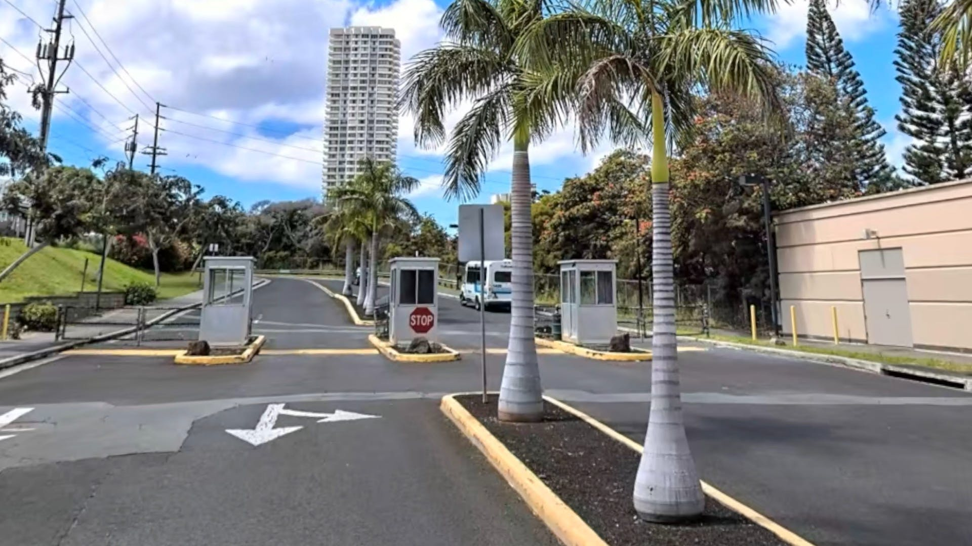 UH-Campus-Entrance-Waialae-Gate-Inside.jpg