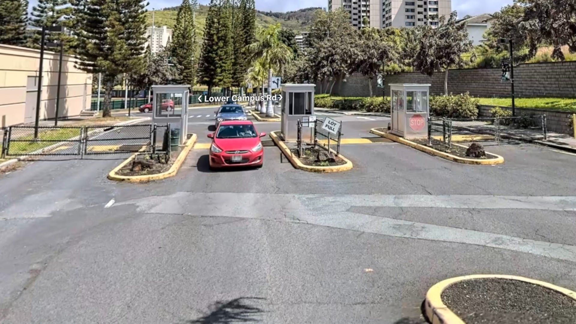 UH-Campus-Entrance-Waialae-Gate-Outside.jpg